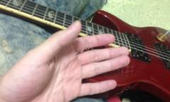 ギターと人差し指が動かなくなった手