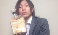 食パンとバッグ・クロージャーを見るたむらくん